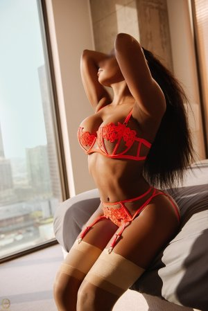 Yana escort girl in Pinewood Florida